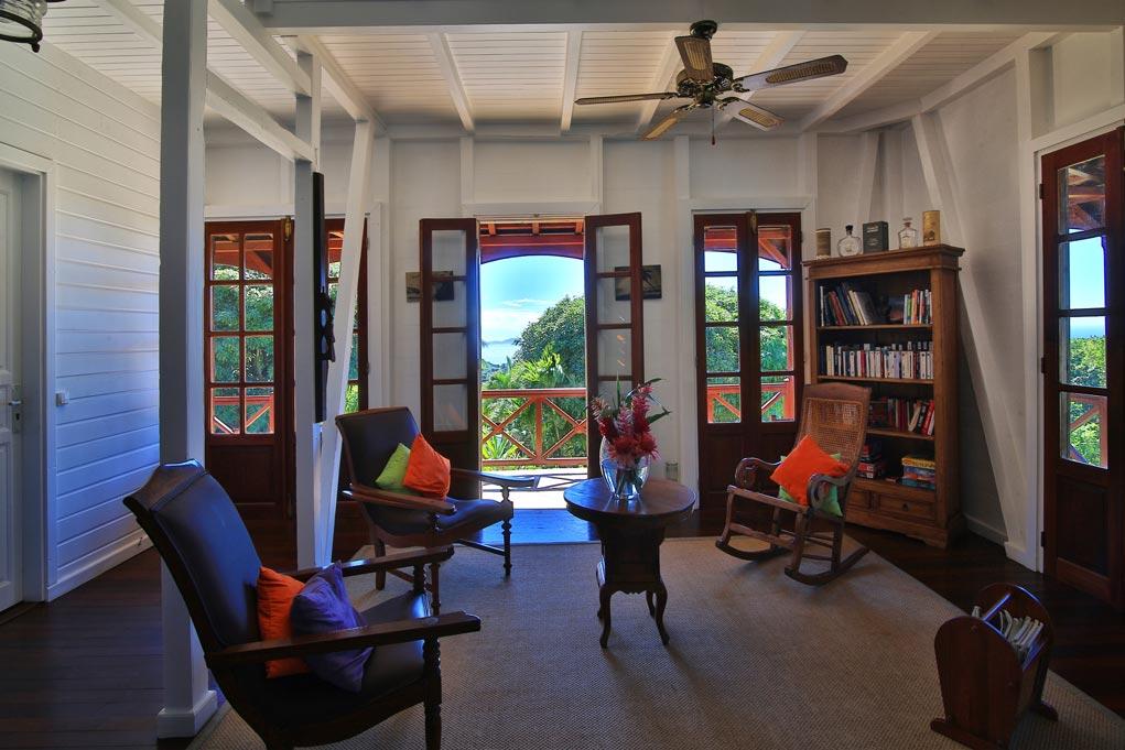 Salon – La Maison Coloniale – Le Jardin Malanga
