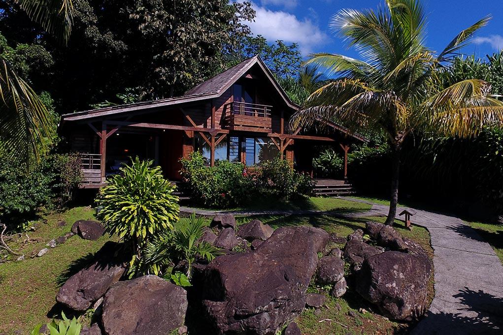 Les cottages de l'hôtel Jardin Malanga en Guadeloupe nichée au coeur de la forêt tropicale