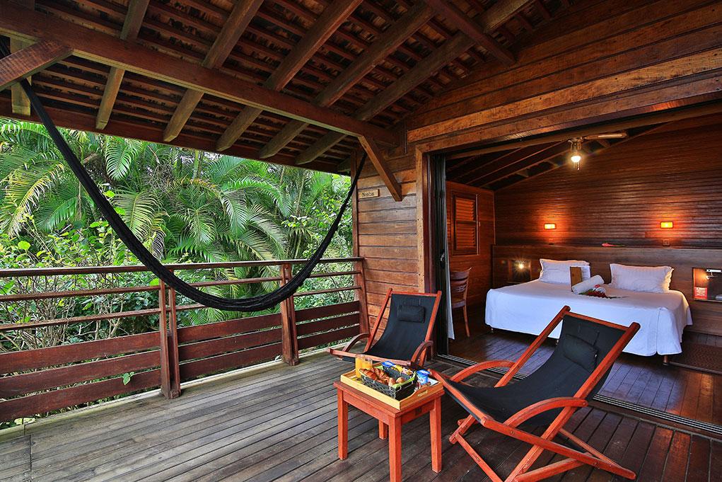 Les Cottages de l'hôtel Jardin Malanga en Guadeloupe disposent d'une splendide terrasse équipée avec une vue imprenable sur la mer et les Saintes